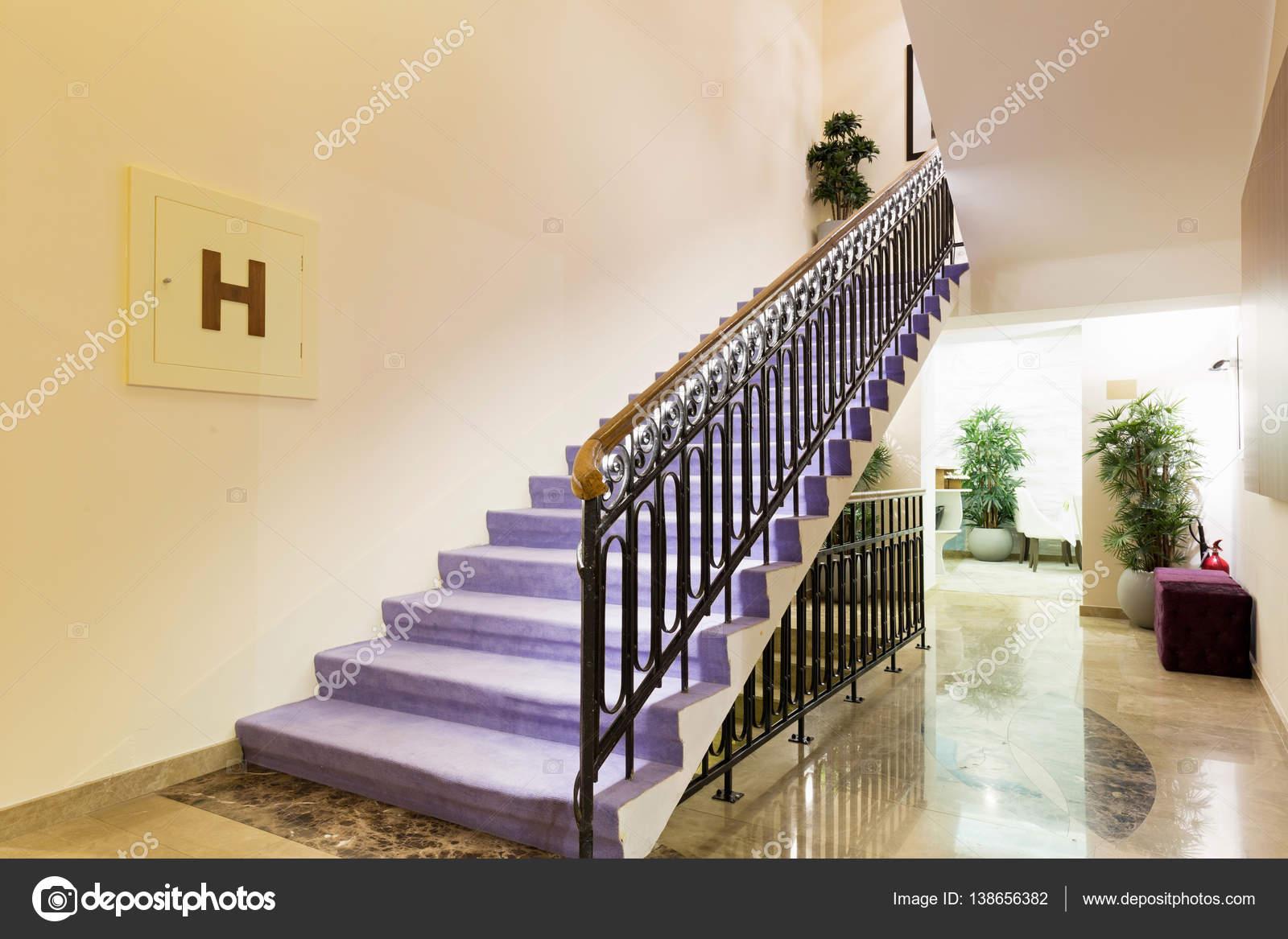 Treppen Design mehrfamilienhaus-treppen-design — stockfoto © rilueda #138656382
