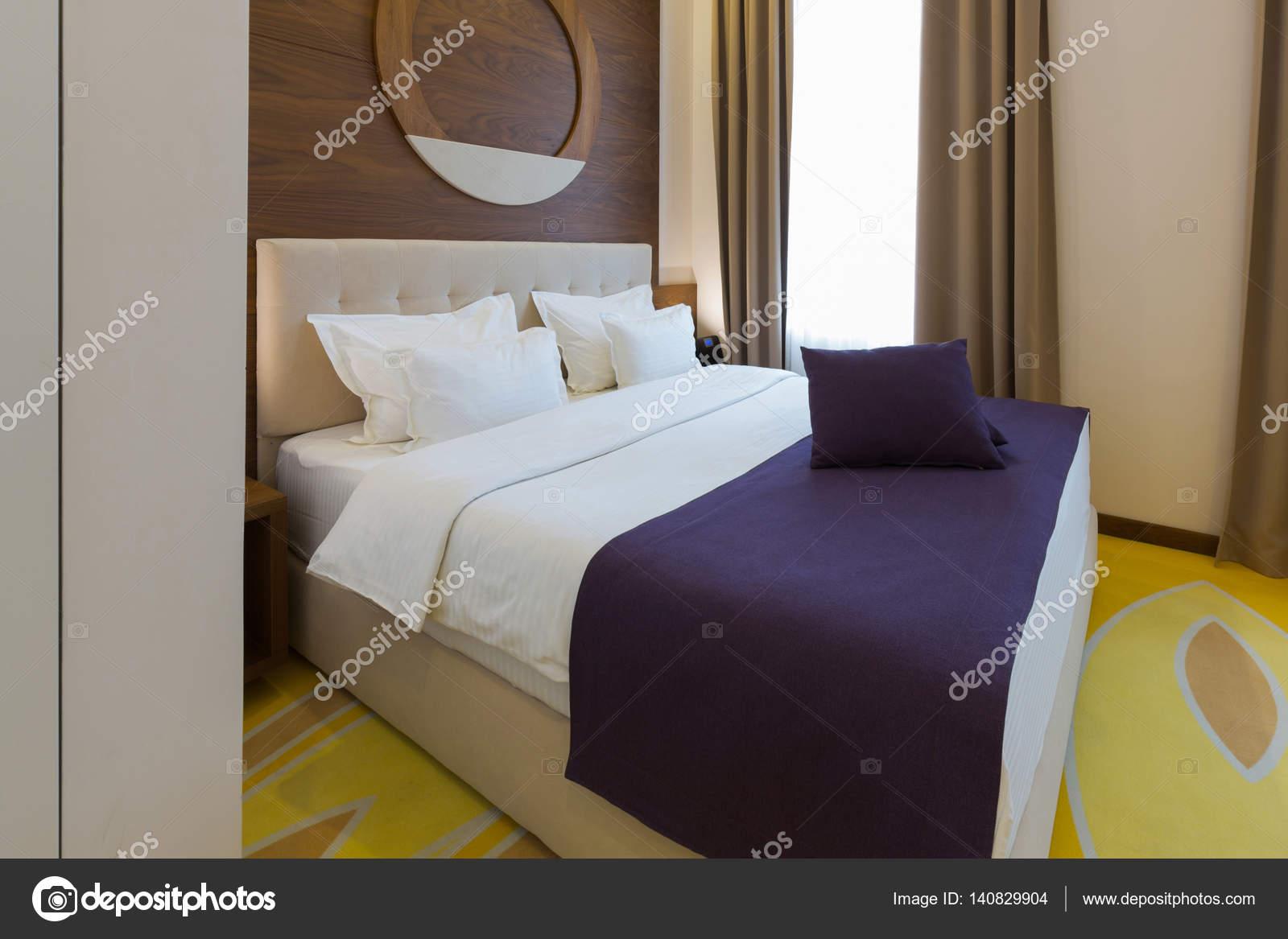 Modernes neues Hotel Schlafzimmer Innenraum — Stockfoto © rilueda ...