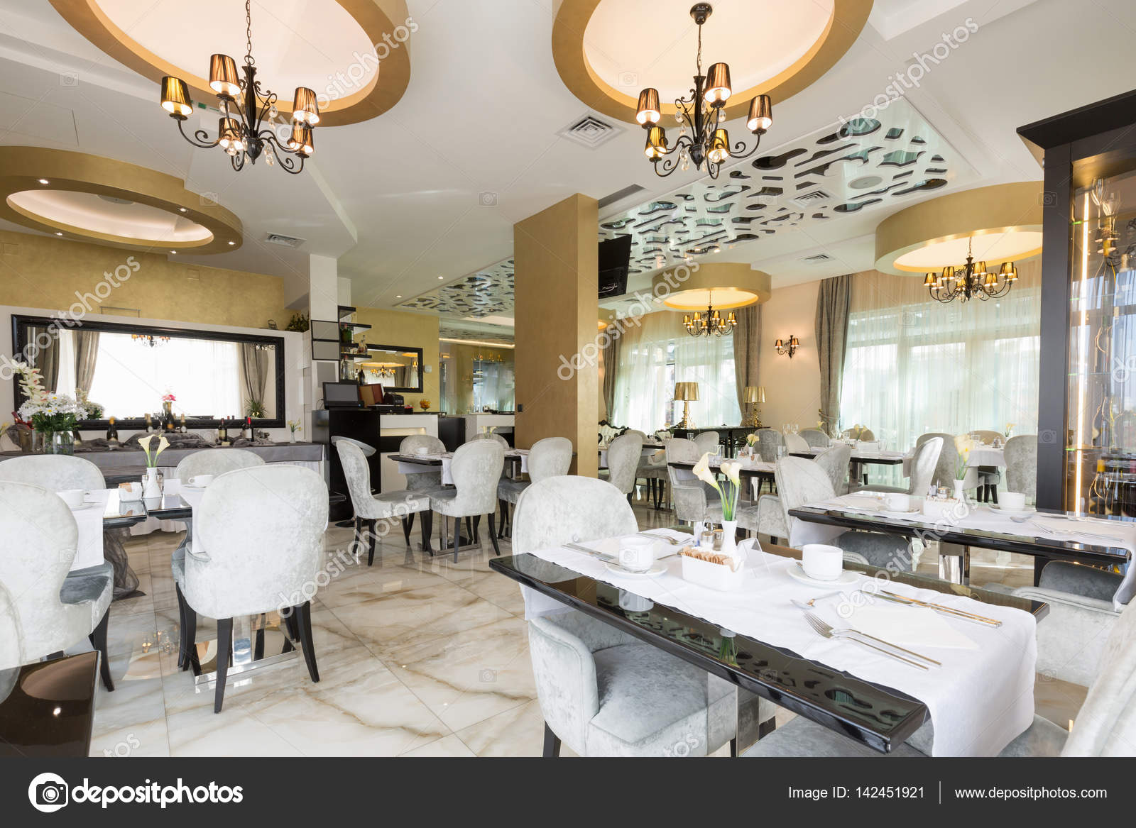 Hotel Di Lusso Interni : Interni di un ristorante di hotel di lusso moderno u foto stock