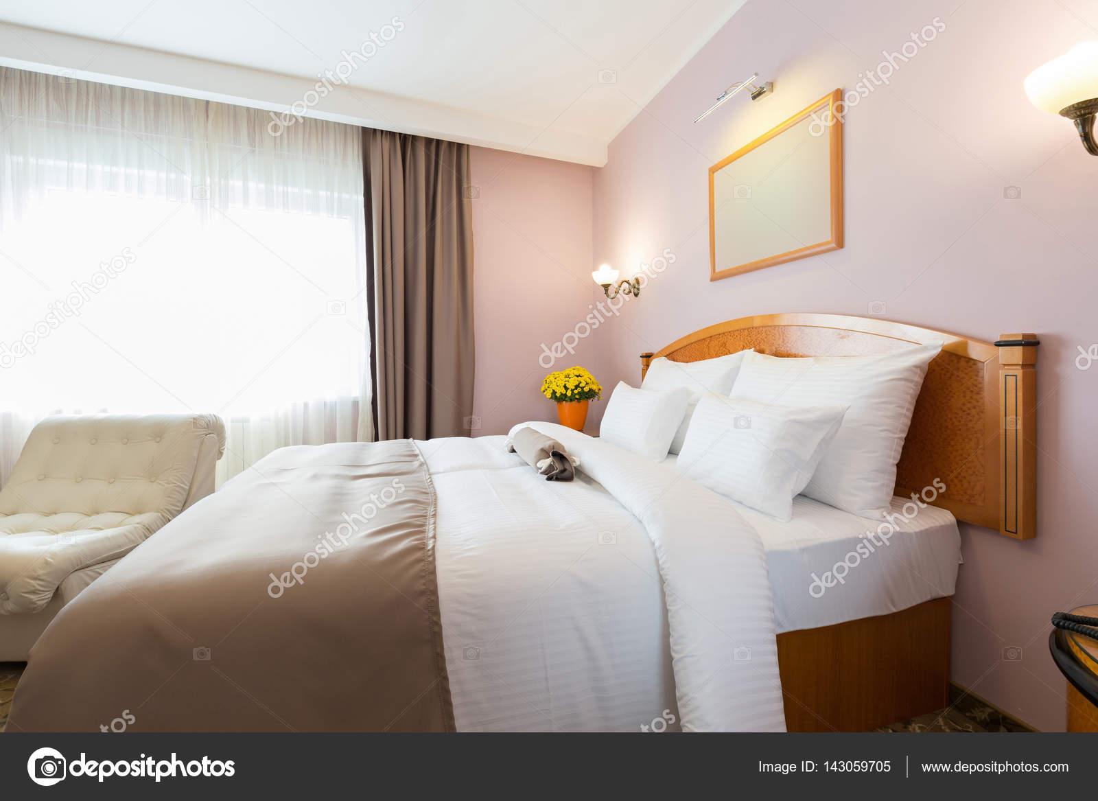 Innenministerium ein neues Hotel-Doppelbett-Schlafzimmer — Stockfoto ...