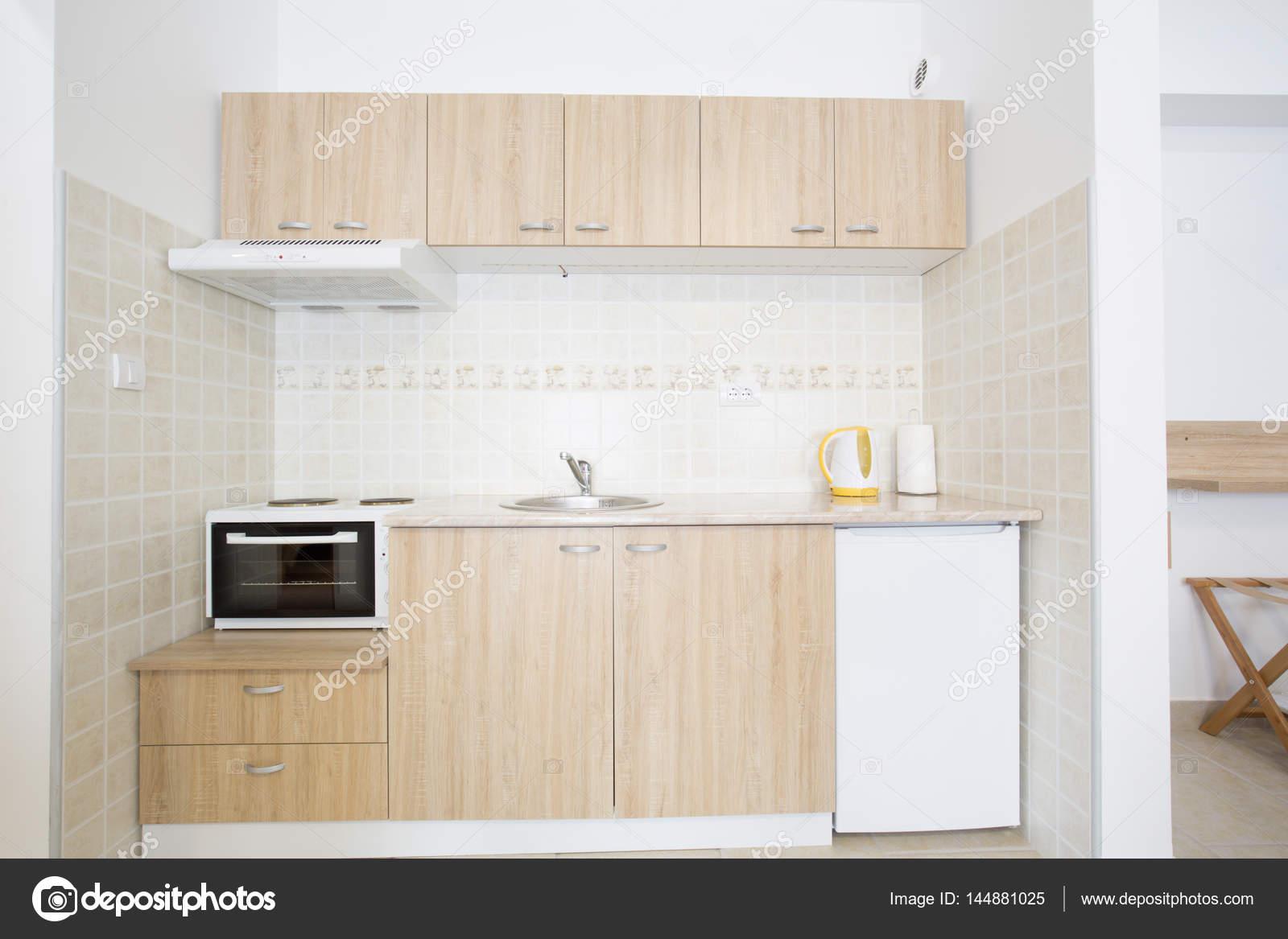 Design Kleine Keuken : Kleine keuken interieur design u2014 stockfoto © rilueda #144881025