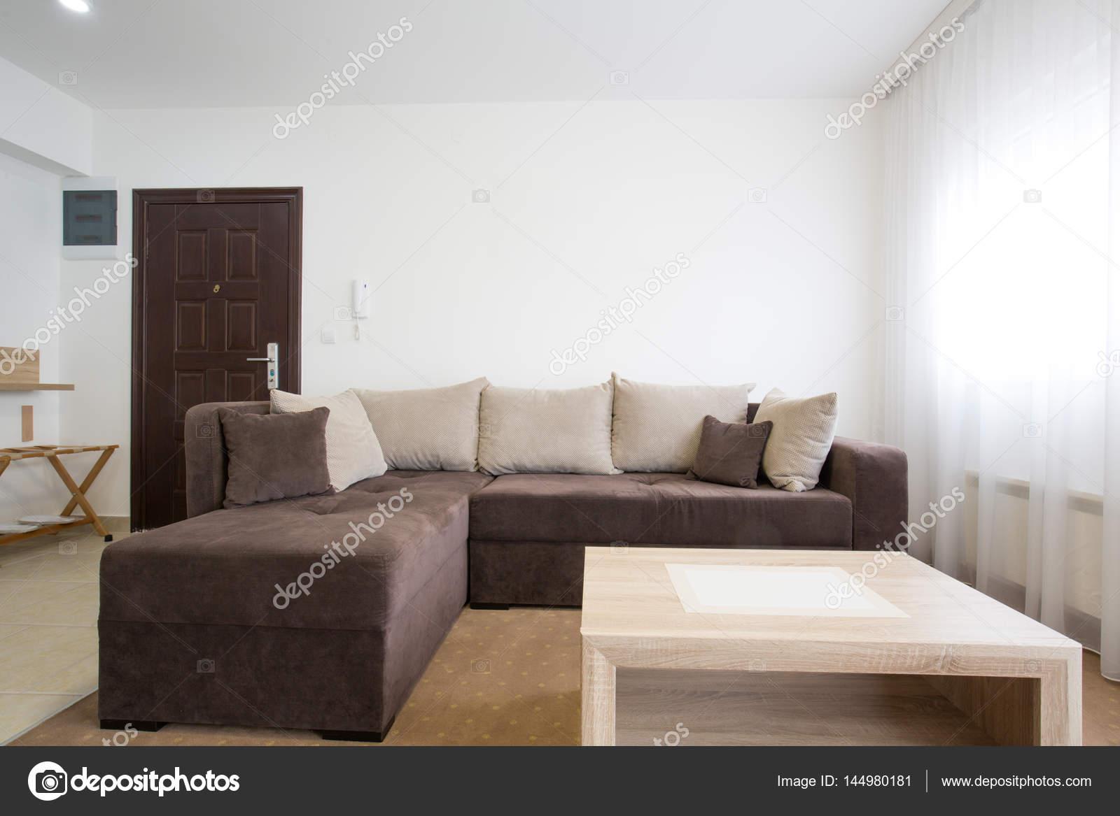 https://st3.depositphotos.com/3386033/14498/i/1600/depositphotos_144980181-stock-photo-living-room-apartment-interior-design.jpg