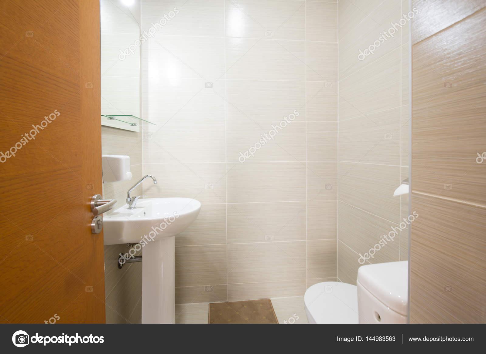 Badkamer Interieur Design : Kleine badkamer interieur design u stockfoto rilueda