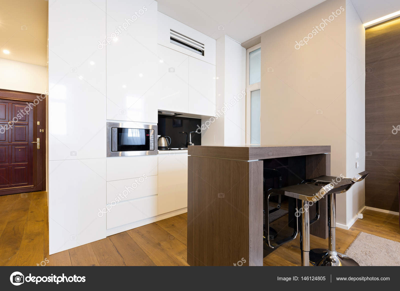 Küchenbereich im modernen Hotelapartment — Stockfoto © rilueda ...