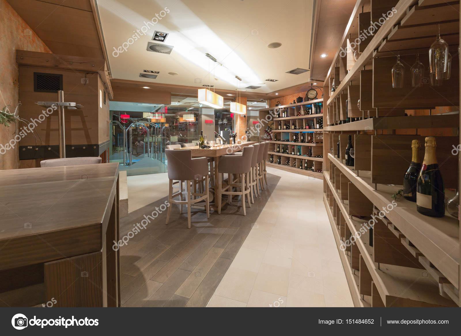 Hotel Restaurant innen Weinbar — Stockfoto © rilueda #151484652