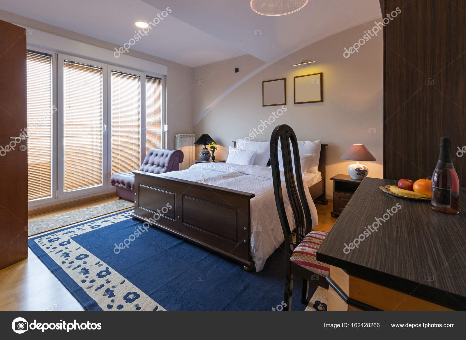 Hotel Zimmer innen-Haus — Stockfoto © rilueda #162428266
