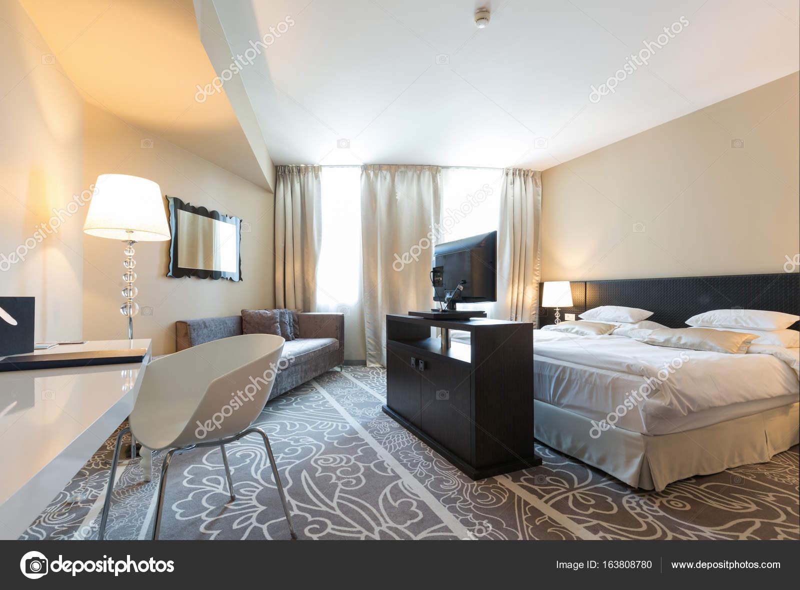 Hotel Di Lusso Interni : Interno di una camera di albergo di lusso u2014 foto stock © rilueda