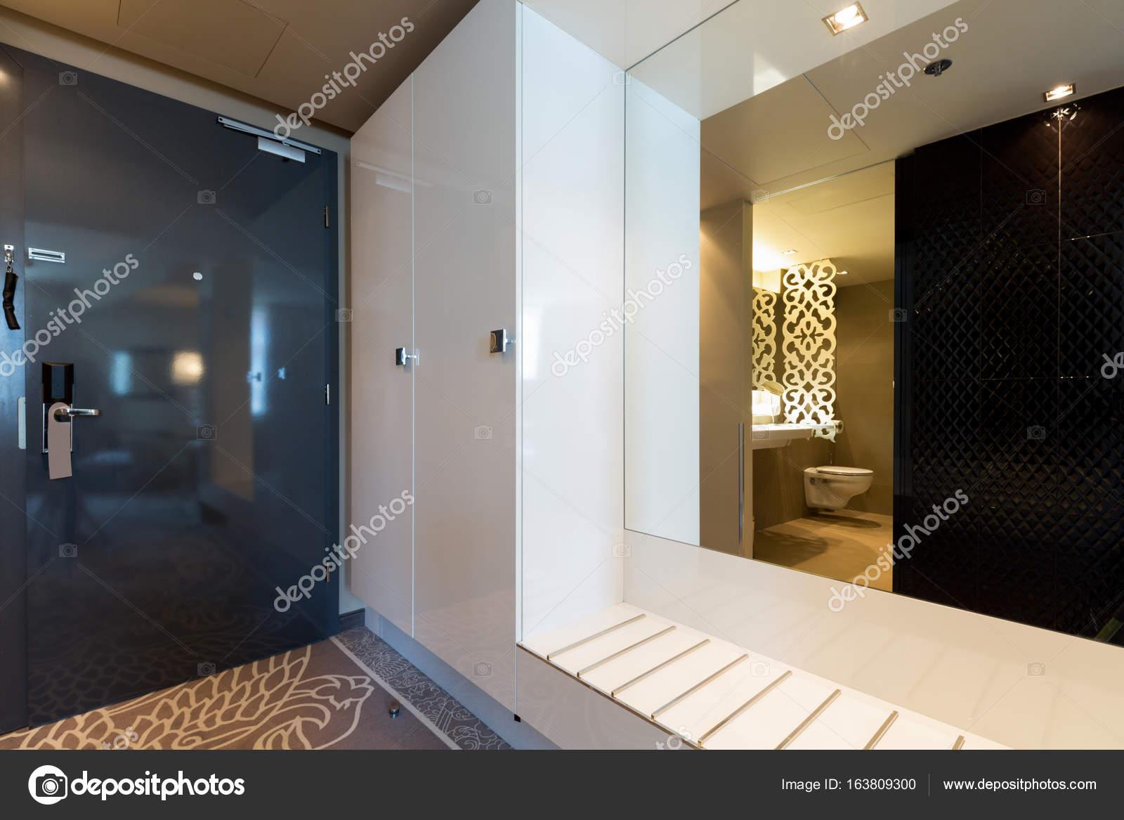 Decoratie Interieur Corridor : Hotel kamer ingang corridor u stockfoto rilueda