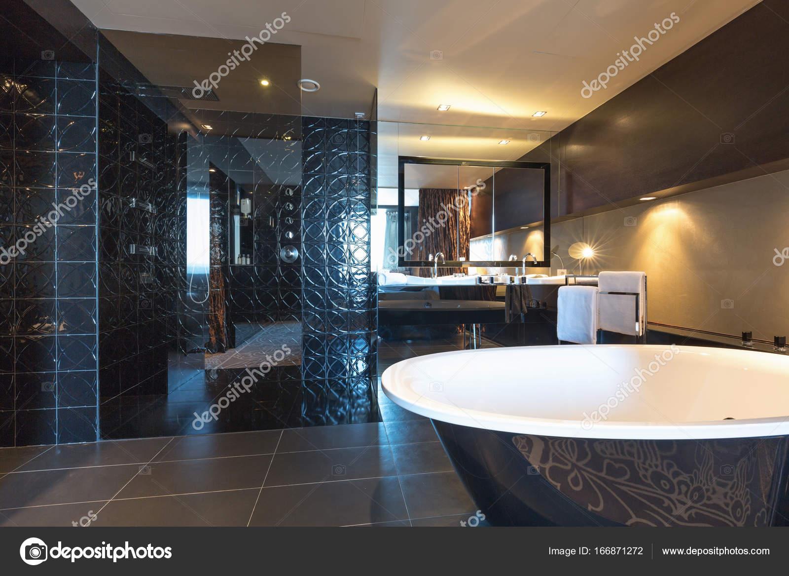 Luxe Badkamer Interieur : Luxe badkamer interieur u2014 stockfoto © rilueda #166871272