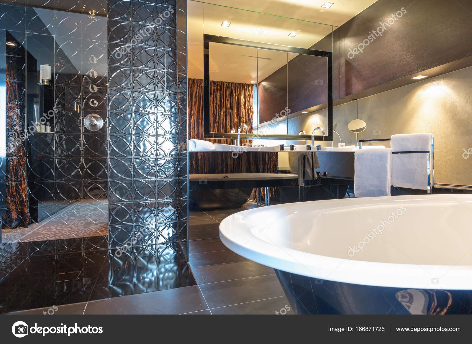 Luxe Badkamer Interieur : Luxe badkamer interieur u2014 stockfoto © rilueda #166871726