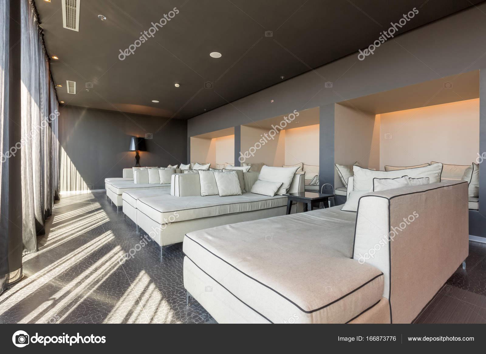 Salon de l\'hôtel de luxe moderne — Photographie rilueda © #166873776
