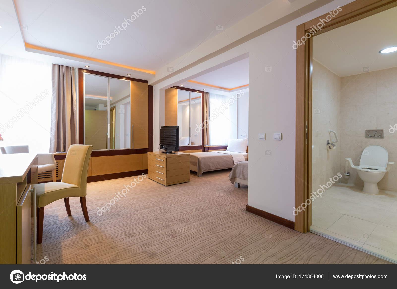 Interieur aus einem Hotel-Schlafzimmer — Stockfoto © rilueda #174304006