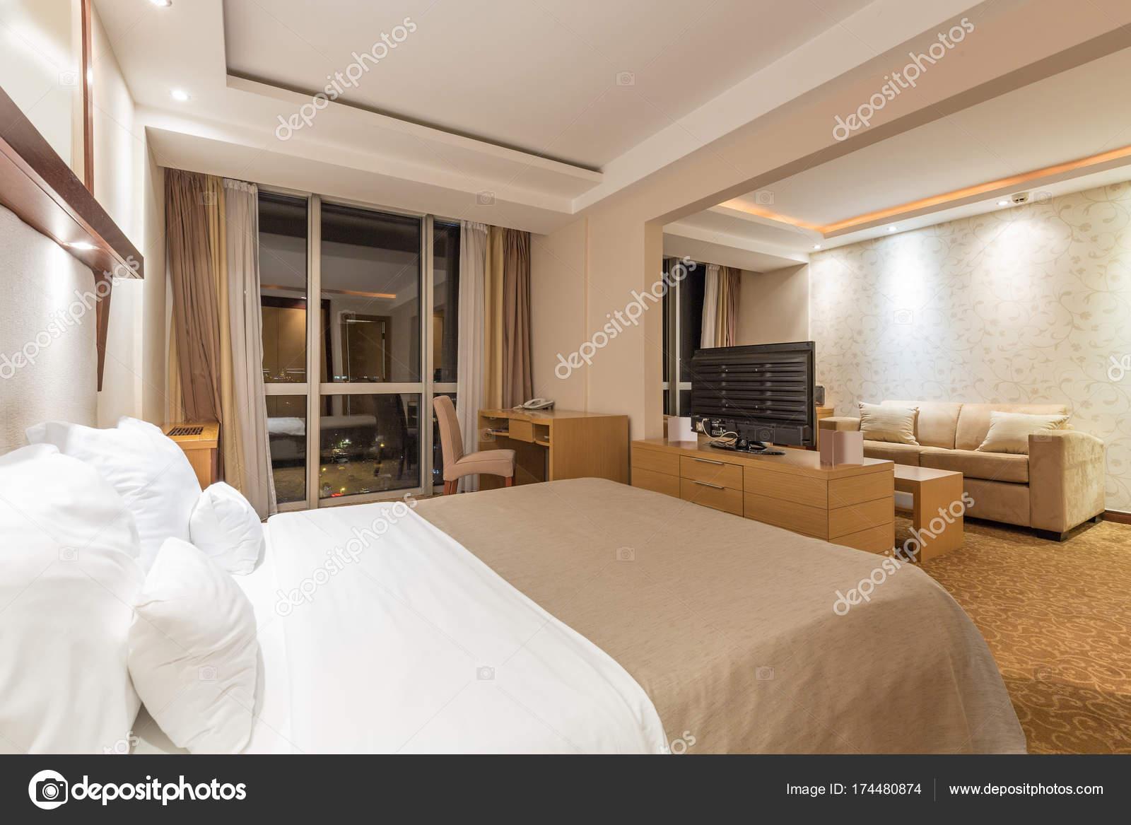 Interieur aus einem Hotel-Schlafzimmer — Stockfoto © rilueda #174480874
