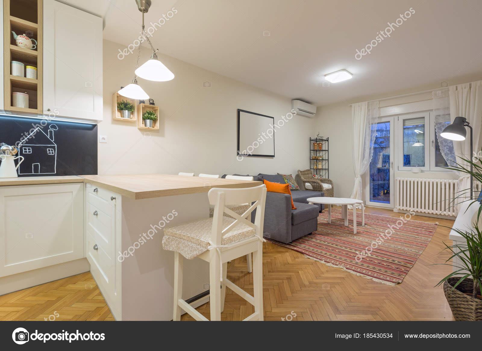 Modernen offenen Wohnraum, Wohnung — Stockfoto © rilueda #185430534