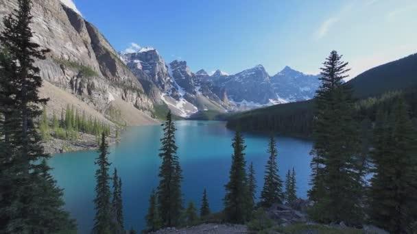 wunderschöner moränensee im banff nationalpark, kanada.