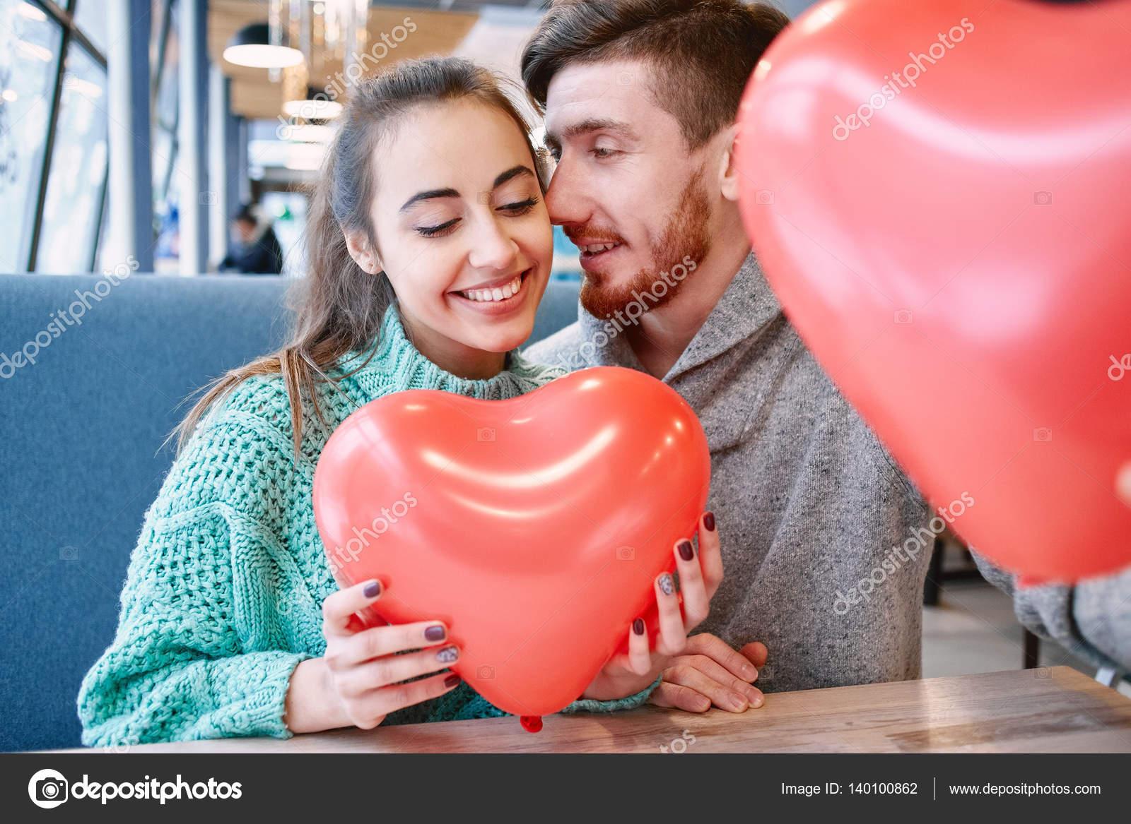 Paar In Liebe Valentinstag Stockfoto C Matehavitaliy 140100862