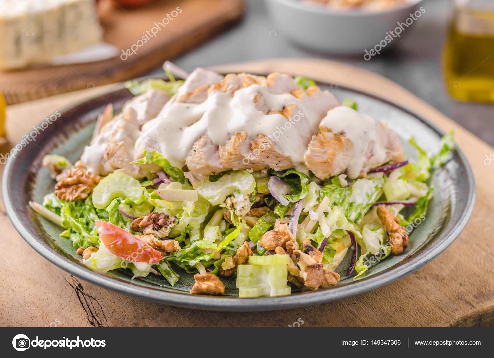 Izgara Tavuk Waldorf Salatası Stok Foto Peteer 149347306