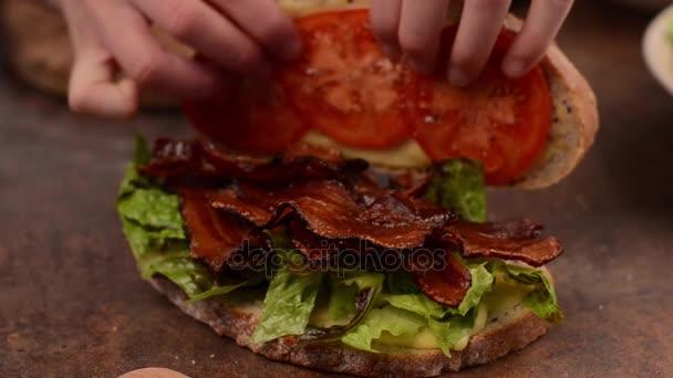 Facendo Blt sandwich