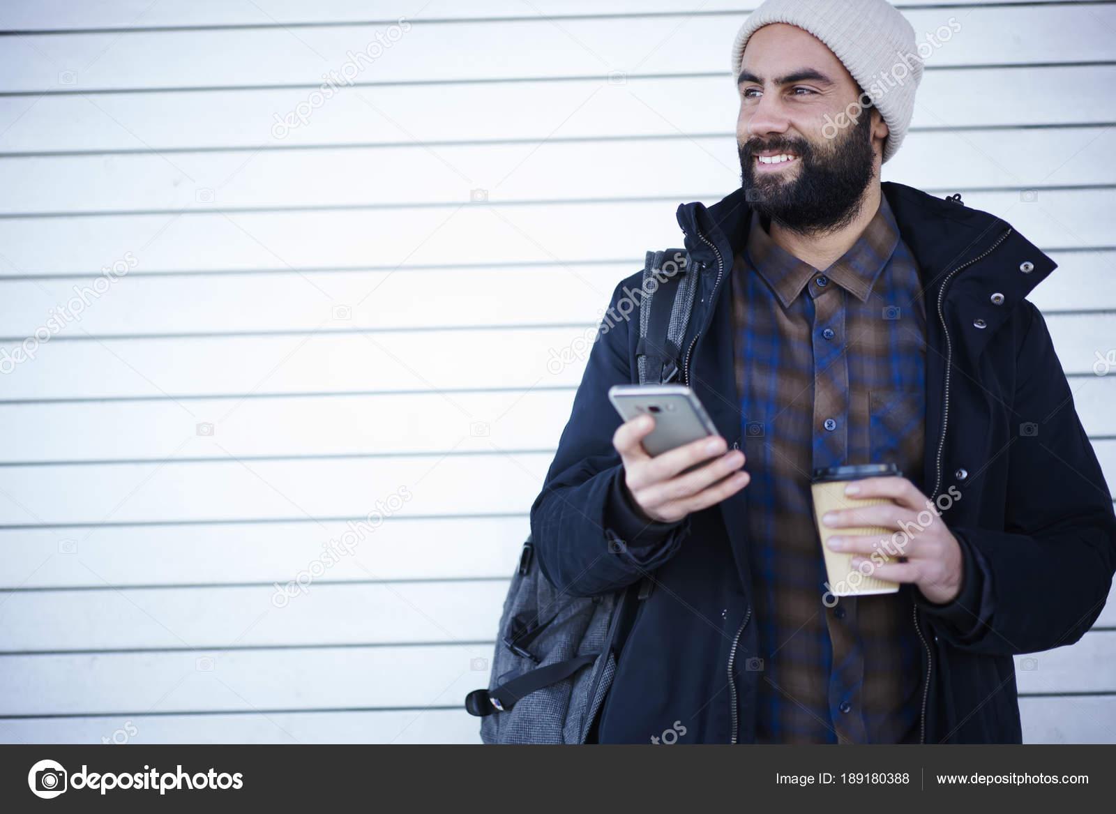 Hipster Positivo Cara Vestido Roupa Casual Chapéu Usando