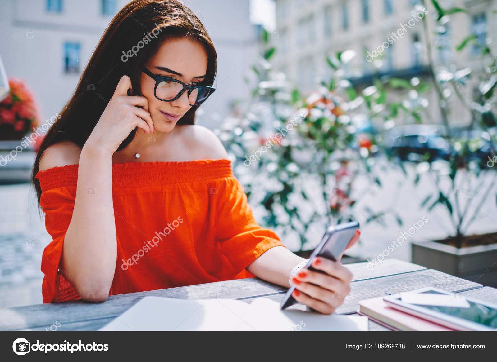 f108f13ec11 Stylish Businesswoman Spectacles Reading Interesting News Internet Website  High Speed — Stock Photo