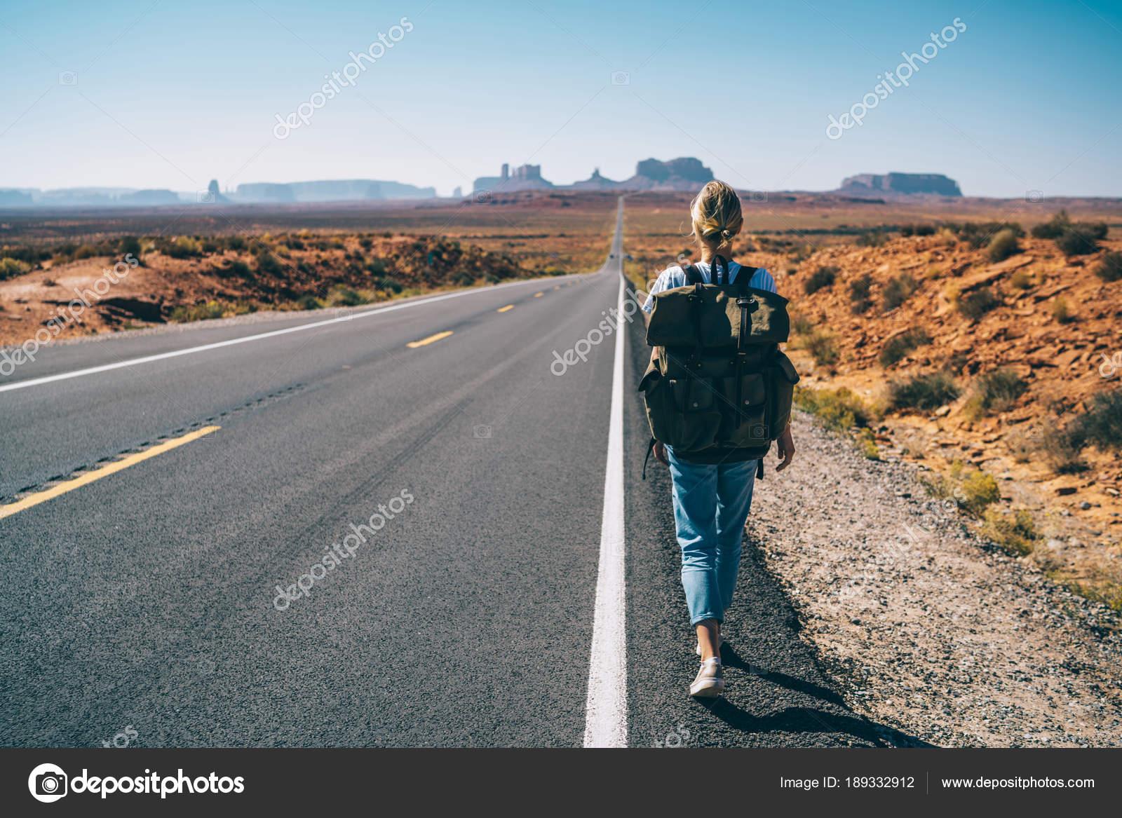Vista Trasera Del Hipster Chica Pasion Por Los Viajes Pie