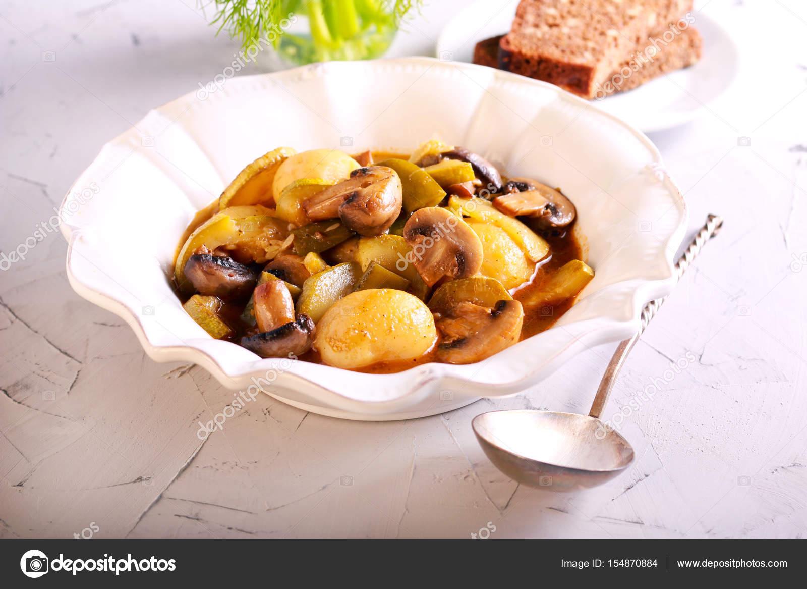 Kartoffel Pilz Zucchini Auflauf Stockfoto Manyakotic 154870884