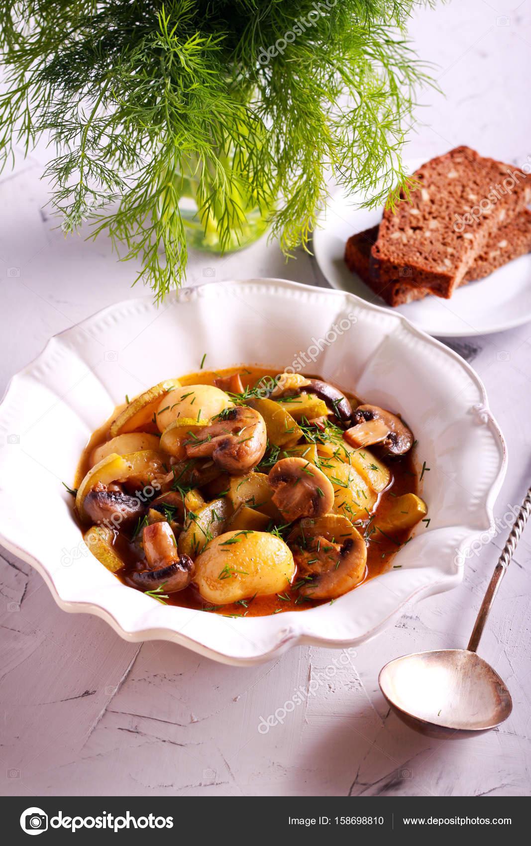 Kartoffel Pilz Zucchini Auflauf Stockfoto Manyakotic 158698810