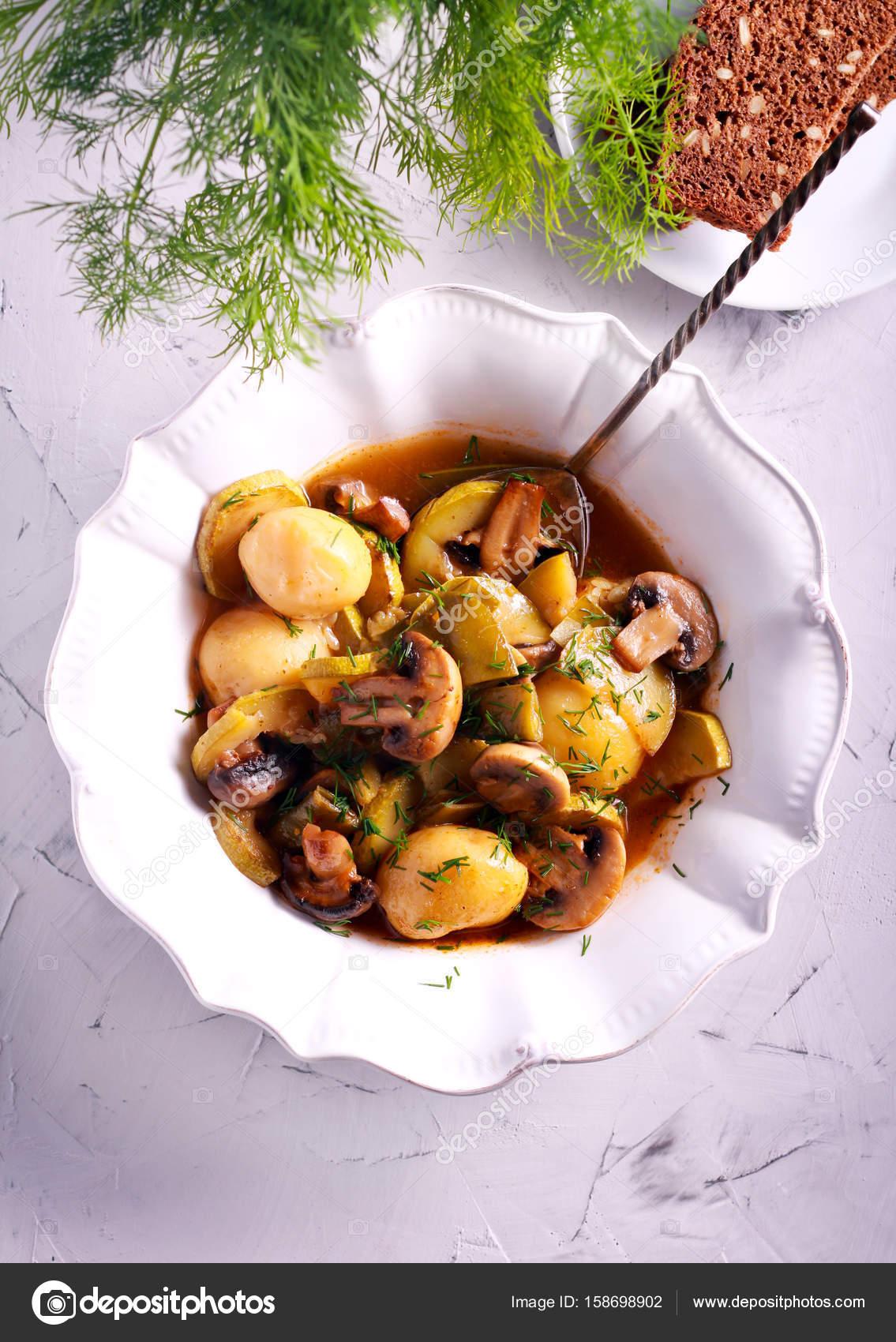 Kartoffel Pilz Zucchini Auflauf Stockfoto Manyakotic 158698902