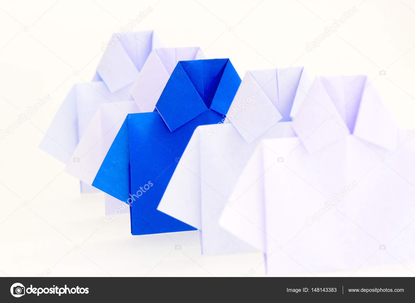 Один червоний серед білих орігамі папери сорочку b62b21939a0f1