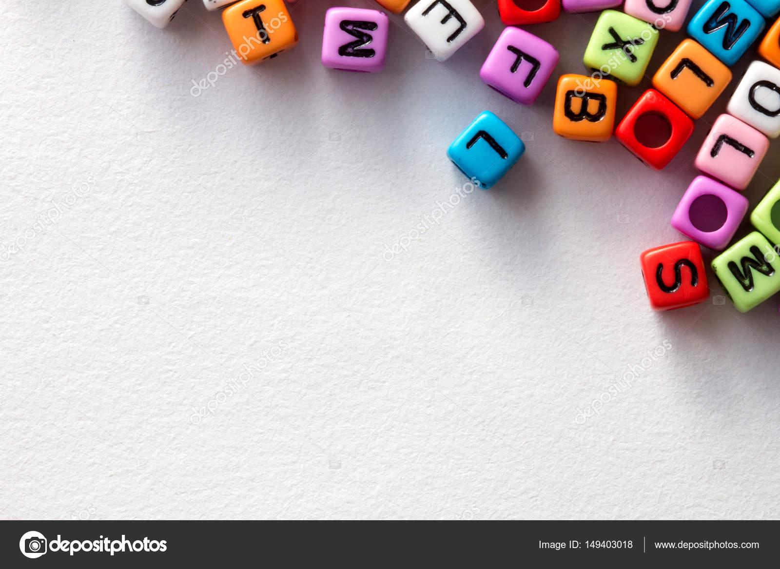 official new arrivals details for Cube coloré alphabet anglais sur fond de papier blanc ...