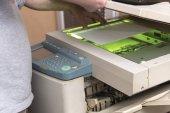 Kopieren und Scannen von Dokumenten auf einer Maschine