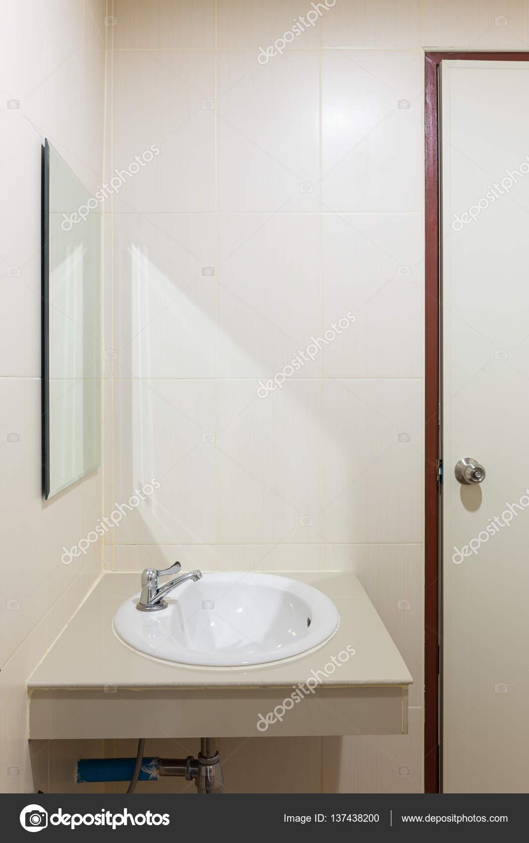 Cuarto de baño y accesorios — Foto de stock © roncivil #137438200