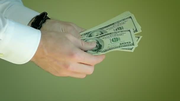 Muž ruku počet peněz, set dolarové bankovky