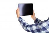 Frau hält elektronisches Tablet mit Kopierraum isoliert auf weiß