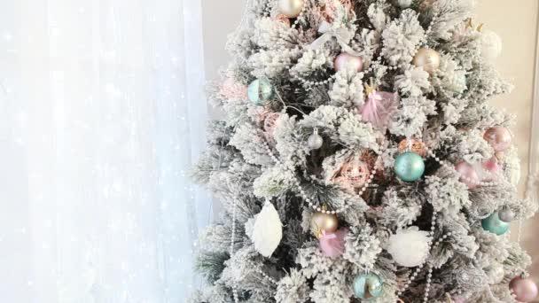 Svátek vánoční strom s vánoční koule