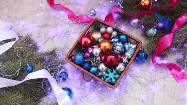 Box s dárkové koše s vánoční hračky