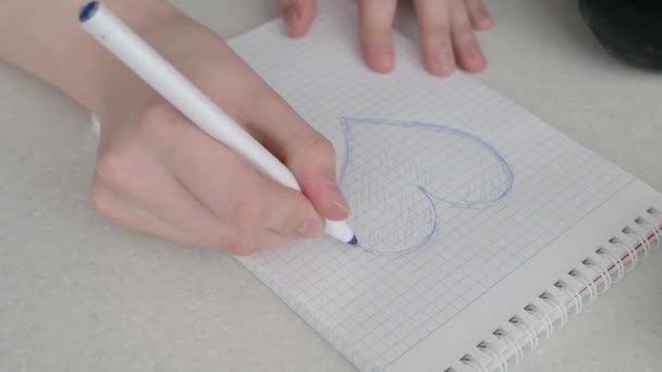 Nakreslit srdce na kousek papíru