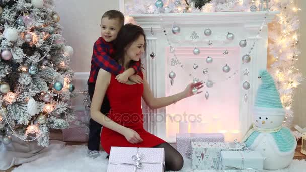 Happy Family im festlichen Silvester Innenraum