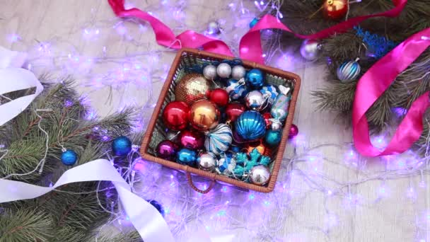Barevné vánoční dekorace a girlandy. Nový rok