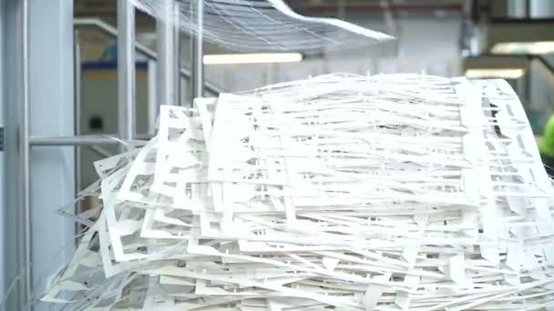 Sběrový papír v tiskárně. Papír po vytištění