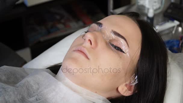 Kosmetikerin Spezialist Für Die Schaffung Des Treibhauseffekts Für