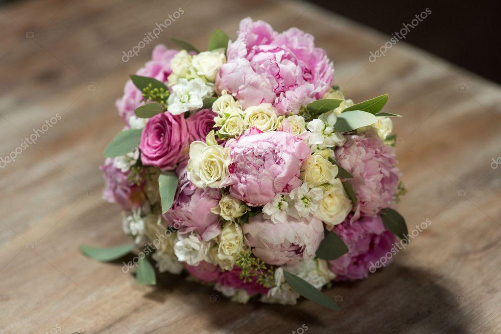 Hochzeit Blumenstrauss Rosa Violett Weiss Stockfoto C Sergmam 125004014