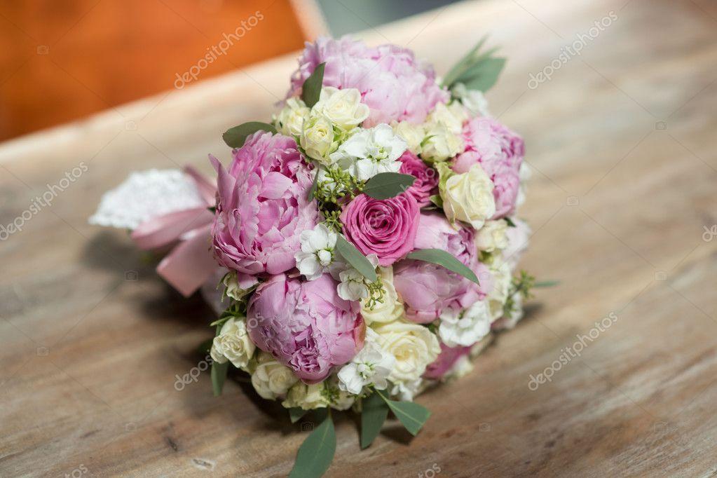 Hochzeit Blumenstrauss Rosa Violett Weiss Stockfoto C Sergmam 125004108