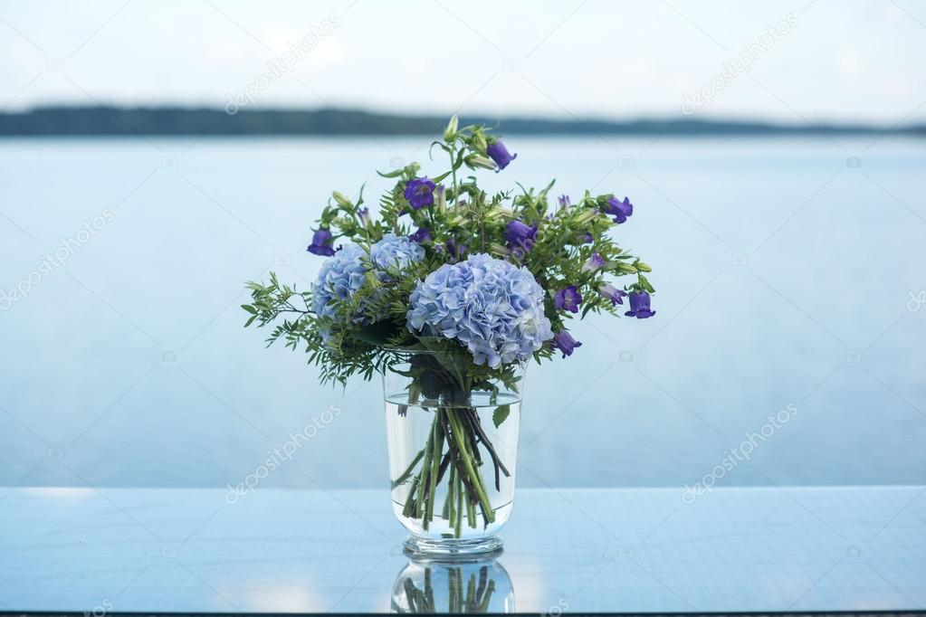 Hochzeit Dekoration Blaue Blumen Violett Stockfoto C Sergmam