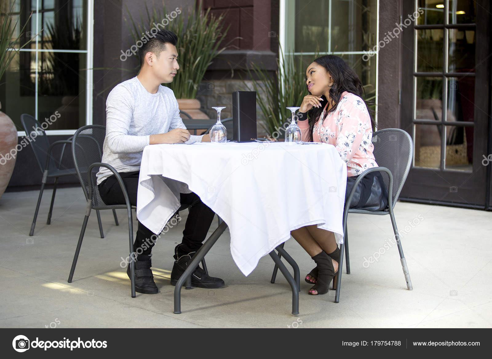 Dating ein asiatischer Kerl Beratung Kostenlose Dating-Seiten eharmony