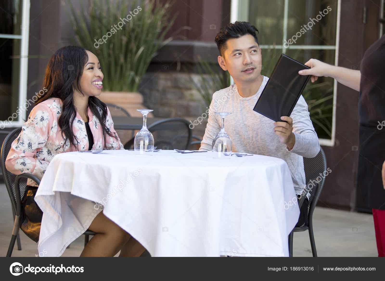 Секс азиатские официантами, лесби сзади фото