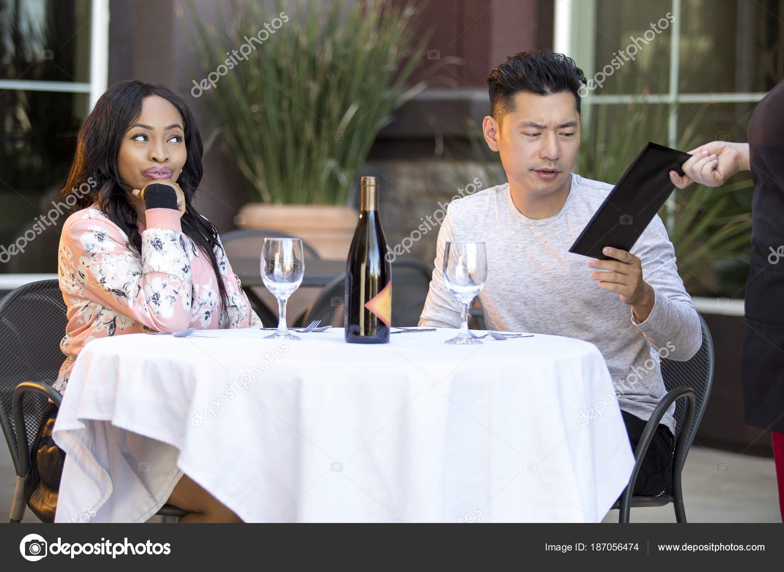Azjatycki człowiek randki