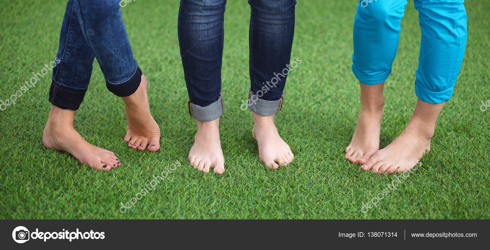 three women with naked feet standing in grass — stock photo
