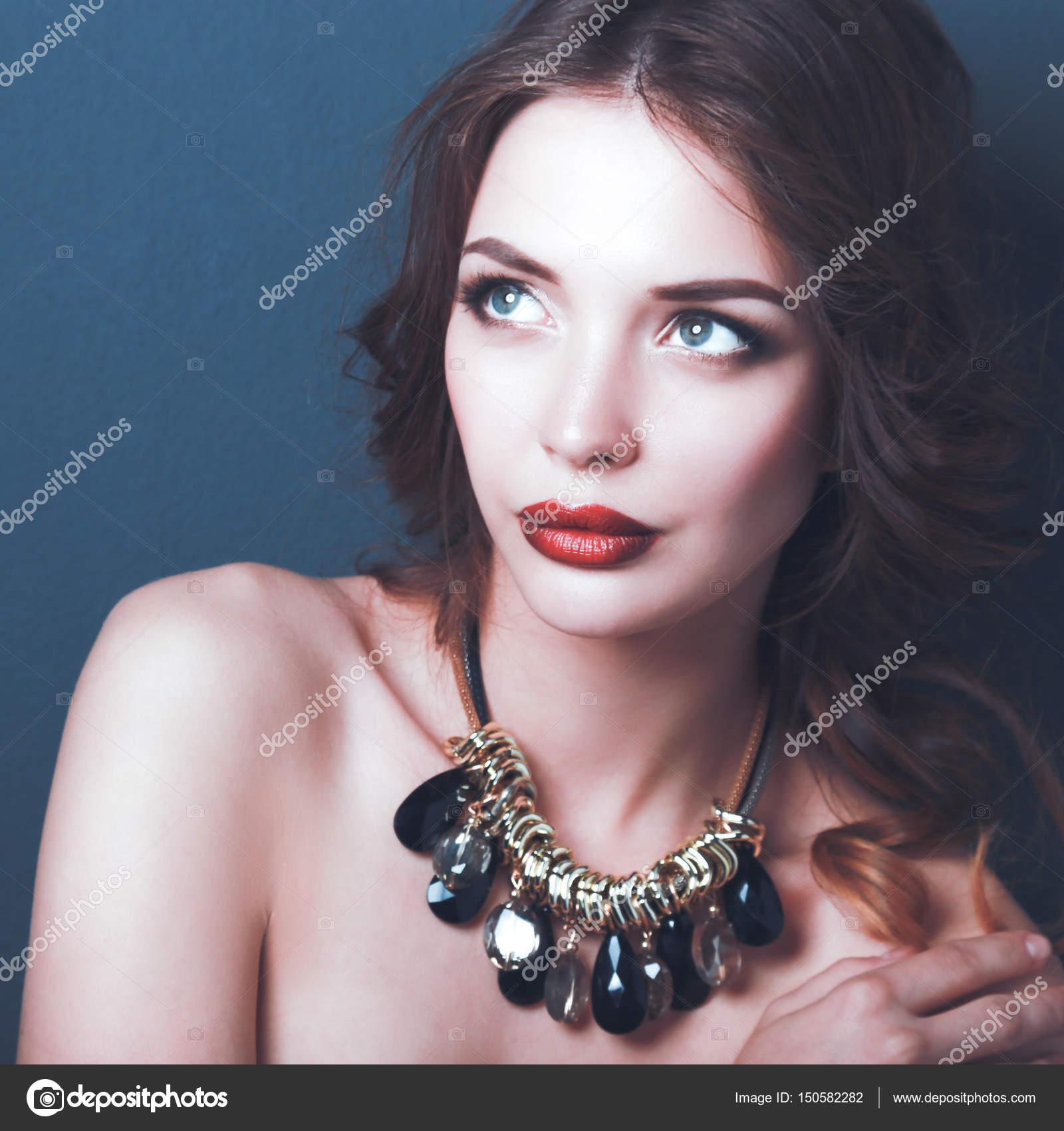 Como maquillarse para la noche con vestido negro