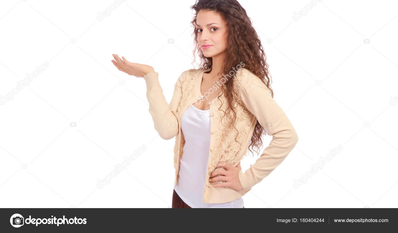 Ritratto di una giovane donna fiduciosa in piedi isolato for Piani di fattoria di 2000 piedi quadrati